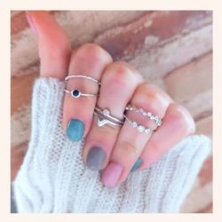 Sencillo y elegante, así es éste combo que nos tiene ❣️  Y RECORDAD QUE TENÉIS TODA LA WEB CON UN 30% DE DESCUENTO 🎉  www.quemonis.com  #quemonisjewelry #quemonis #jewelry #jewerlyblogger #joyas #joyasplata #anillosplata925 #anillosdeplata #anillos #anillosplata #regalos