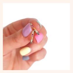 Nos pedís muchas veces que queréis ver los colores de el pendiente Sarima de cerca🥰  No puede ser más bonito😍  Y RECORDAD QUE TENÉIS TODA LA WEB CON UN 30% DE DESCUENTO 🎉  www.quemonis.com  #jewelry #jewerlyblogger #joyasdeplata #joyas #regalosoriginales #regalospersonalizados #regalosmolones #regalod #descuentos #ofertas #rebajasdeverano #rebajas #descuentos #ofertas #complemento #complementos #pendientes #pendientesplata
