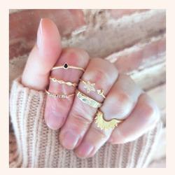 Combinaciones que son muy 🔝🔝  Y RECORDAD QUE TENÉIS HASTA ÉSTA NOCHE CON TODA LA WEB CON UN 25% DE DESCUENTO 🎉  www.quemonis.com  #quemonisjewelry #quemonis #jewelry #jewerlyblogger #joyasdeplata #joyas #regalosdíadelamadre #regalosmama #regalos #descuentos #ofertas