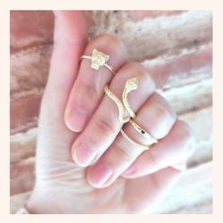 Combina tus anillos favoritos como más te guste ❣️ No sabrás quedarte con uno😅  Y RECORDAD QUE TENÉIS TODA LA WEB CON UN 25% DE DESCUENTO 🥳  www.quemonis.com  #quemonisjewelry #quemonis #jewelry #jewerlyblogger #joyasdeplata #joyas #regalosoriginales #regalosmolones #regalos #regalosmujeres #descuentos #ofertas #rebajas #anillosmoda #anillosplata #anillos