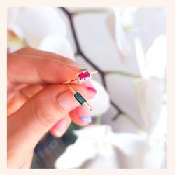 Muy buenos días 👋 Hoy empezamos el día con éstos anillos de lo más coloridos❤️  Con cuál os quedáis? Rosa o verde?🤔 Que difícil verdad 😃  Y RECORDAD QUE TENÉIS TODA LA WEB CON UN 30% DE DESCUENTO 🎉  Feliz viernes 😘  www.quemonis.com  #quemonisjewelry #quemonis #jewelry #jewerlyblogger #joyasdeplata #joyas #regalospersonalizados #regalos #regslosmolones #descuentos #ofertas #rebajasdeverano #rebajas #complemento #complementos