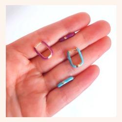 Sabrías decirnos que color te gusta más?🤔 Que complicado 🥰😀  Y RECORDAD QUE TENÉIS TODA LA WEB CON UN 30% DE DESCUENTO 🎉  www.quemonis.com  #quemonisjewelry #quemonis #jewelry #jewerlyblogger #joyasdeplata #joyas #joyasverano #regalospersonalizados #regalosespeciales #regalos #regalosmolones #descuentos #rebajasdeverano #rebajas #ofertas #pendientesdecolores #pendientesplata #pendientes #complementos #complemento