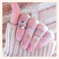 Cómo de bonito es éste combo en plata?😍  Y AHORA CON TODA LA WEB SIN IVA 🎉 QUEDAN MUY POCOS DÍAS 😉  www.quemonis.com  #quemonisjewelry #quemonis #jewelry #jewerlyblogger #joyasdeplata #joyas #regalosdíadelamadre #regalosmama #regalos #ani#anillos #descuentos #rebajas