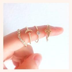 Los anillos son un complemento muy 🔝 para cualquier look, y más ahora en verano que nos apetece llenar de color nuestras manos🌈🥰  Y ahora lo puedes hacer con UN 25% DE DESCUENTO EN TODA LA WEB 🎉  www.quemonis.com  #quemonisjewelry #quemonis #jewelry #jewerlyblogger #joyasdeplata #joyas #regalosmujeres #regalosmolones #regalosmama #regalos #descuentos #ofertas #rebajas #anillosdeplata #anillosmoda #anillos #compras #complemento