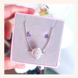Empezamos semanita con éste combo en plata que nos flipa❤️  Y estád atent@s porque hoy a las 21:00h os tenemos preparada una SORPRESA que anunciaremos por aquí....☺️  Feliz lunes 😘  www.quemonis.com  #quemonisjewelry #quemonis #jewelry #jewerlyblogger #joyasdeplata #joyas #regalosmama #regalosmujer #collaresplata #anillosdeplata #pendientesplata #pulseras