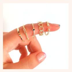 Combina tus anillos favoritos como más te gusten 😍 Seguro que vas a acertar 🔝  www.quemonis.com  #quemonisjewelry #quemonis #jewelry #jewerlyblogger #joyasdeplata #joyas #regalosespeciales❤️️ #regalosoriginales #regalospersonalizados #regalosmolones #regalos #descuentos #ofertas #rebajas #rebajasdeverano #anillos #anillosplata #complementos #complemento