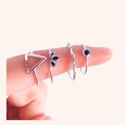 Nos encanta ésta combinación para éste lunes❤️😍  Y OS RECUERDO QUE HOY A LAS 21:00H TENEMOS UNA SUPER SORPRESA QUE SEGURO OS VA A ENCANTAR🎉  www.quemonis.com  #quemonisjewelry #quemonis #jewelry #jewerlyblogger #joyasdeplata #joyas #regalosmama #regalos #regalosmujer #anillosplata925 #anillosdeplata #anillos