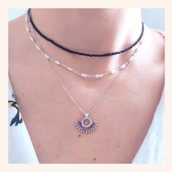 Combinaciones que no nos pueden gustar más para éste lunes❣️  Que terminéis de pasar un feliz día 😘  Y RECORDAD QUE TENÉIS TODA LA WEB CON UN 25% DE DESCUENTO 🎉  www.quemonis.com  #quemonisjewelry #quemonis #jewelry #jewerlyblogger #joyasdeplata #joyas #regalosespeciales❤️️ #regalosoriginales #regalosmolones #regalos #descuentos #ofertas #rebajas #collaresdeplata #collar