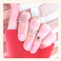 Combinaciones muy 🔝 con las que no pasarás desapercibida ❤️  Y RECORDAD, ÚLTIMOS DÍAS CON TODA LA WEB CON UN 20% DE DESCUENTO 🎉  www.quemonis.com  #quemonisjewelry #quemonis #jewelry #jewerlyblogger #joyasdeplata #joyas #regalosmama #regalos #regalosmujer #anillosdeplata #anillo #anillos