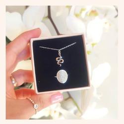 Puede ser más bonita ésta combinación 😍  Y RECORDAD QUE ESTAMOS DE REBAJAS 🥳  30% DE DESCUENTO EN TODA LA WEB 🎉  www.quemonis.com  #jewelry #jewerlyblogger #joyasdeplata #joyas #regalospersonalizados #regalosespeciales #regalos #regalosmolones #descuentos #ofertas #rebajasdeverano #rebajas #anillos #collar