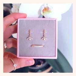Combinaciones sencillas y muy elegantes❣️ Un acierto para Mamá seguro🥰  Y RECORDAD QUE TENÉIS HASTA MAÑANA CON TODA LA WEB SIN IVA 🎉  www.quemonis.com  #quemonisjewelry #quemonis #jewelry #jewerlyblogger #joyasdeplata #joyas #regalosdíadelamadre #regalosmama #regalos #pendientesplata #pendientes #anillosdeplata #anillos